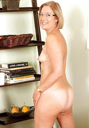 Granny Milf Pussy porn